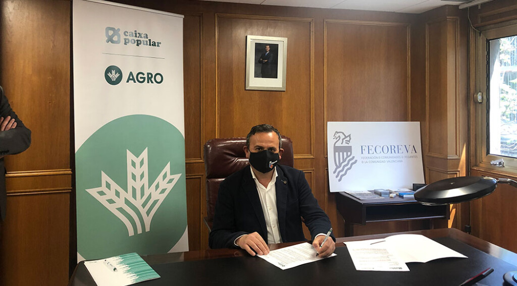 Salvador Marín firma el convenio de colaboración