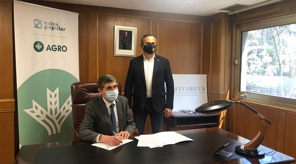 Josep Llopis firma el convenio de colaboración